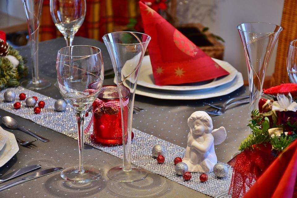 come allestire tavola per Vigilia di Natale